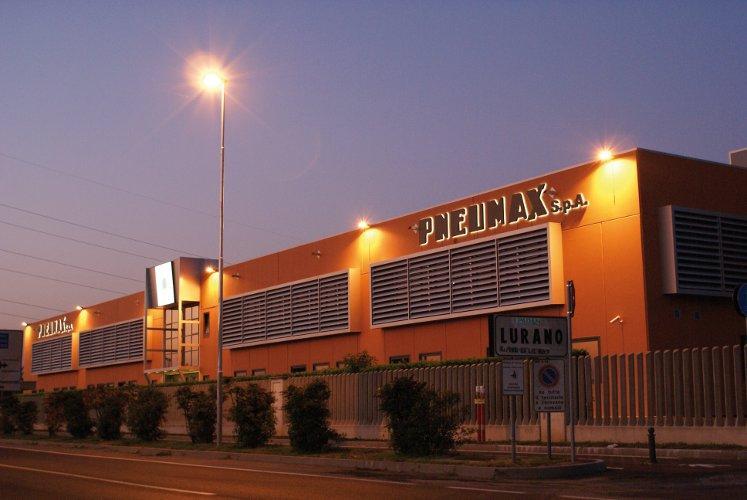 Pneumax gyár Olaszországban